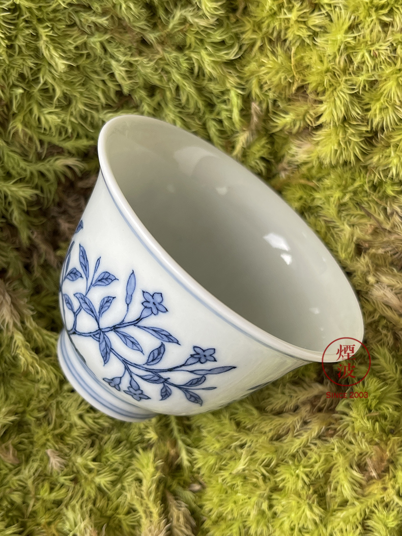 Jingdezhen spring auspicious jade Zou Jun up system with imitation in blue and white cow flowers and birds painting of the bell cup