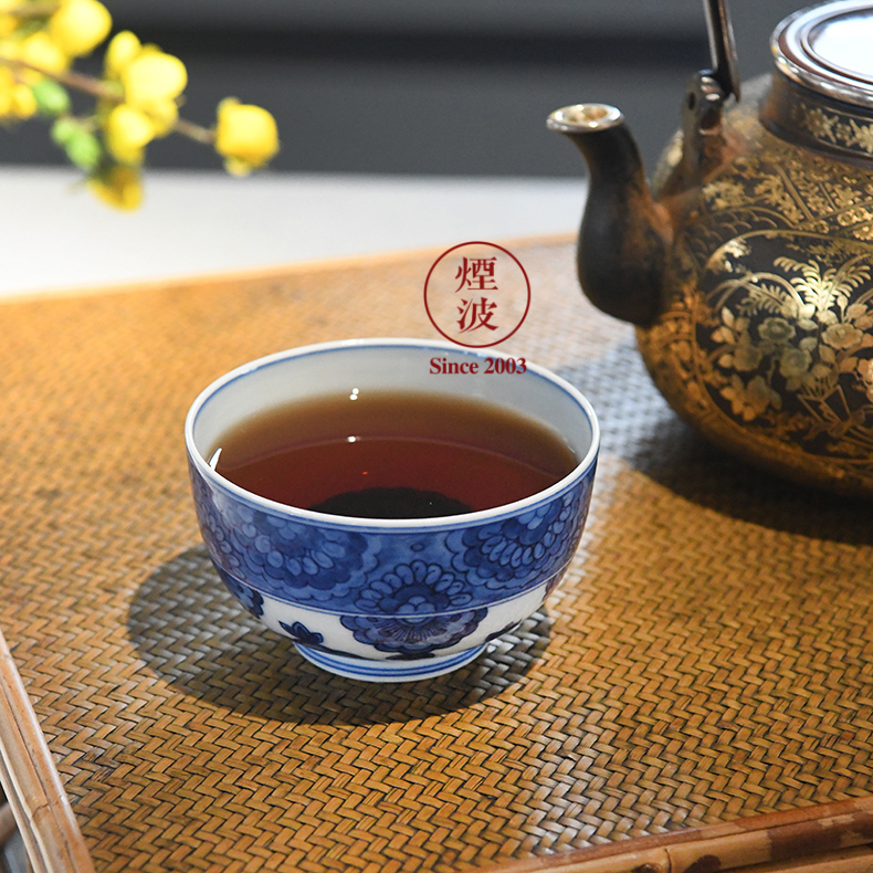 Jingdezhen spring auspicious six designs of blue and white treasure jade flower painting of ocean 's cup