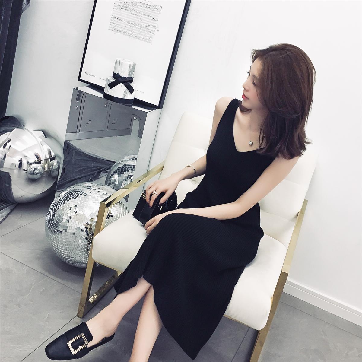 Осень 2018 новая коллекция фасон средней длины стиль V-образный вырез трикотажный строп черный Жилет платья шикарные женские A слово Под юбкой
