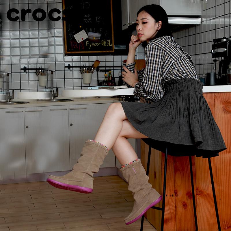 Crocs女靴子保暖冬鞋,平底中筒单靴