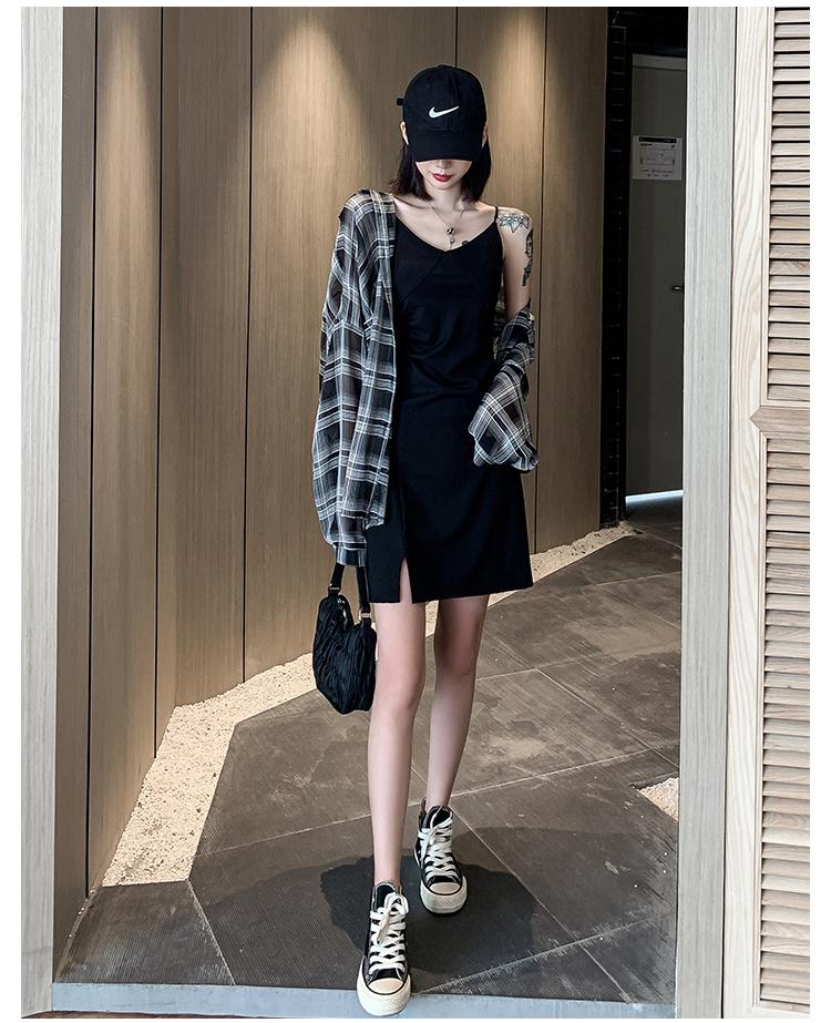 黑色吊带裙女夏外穿收腰短裙新款显瘦不规则开叉性感洋装详细照片
