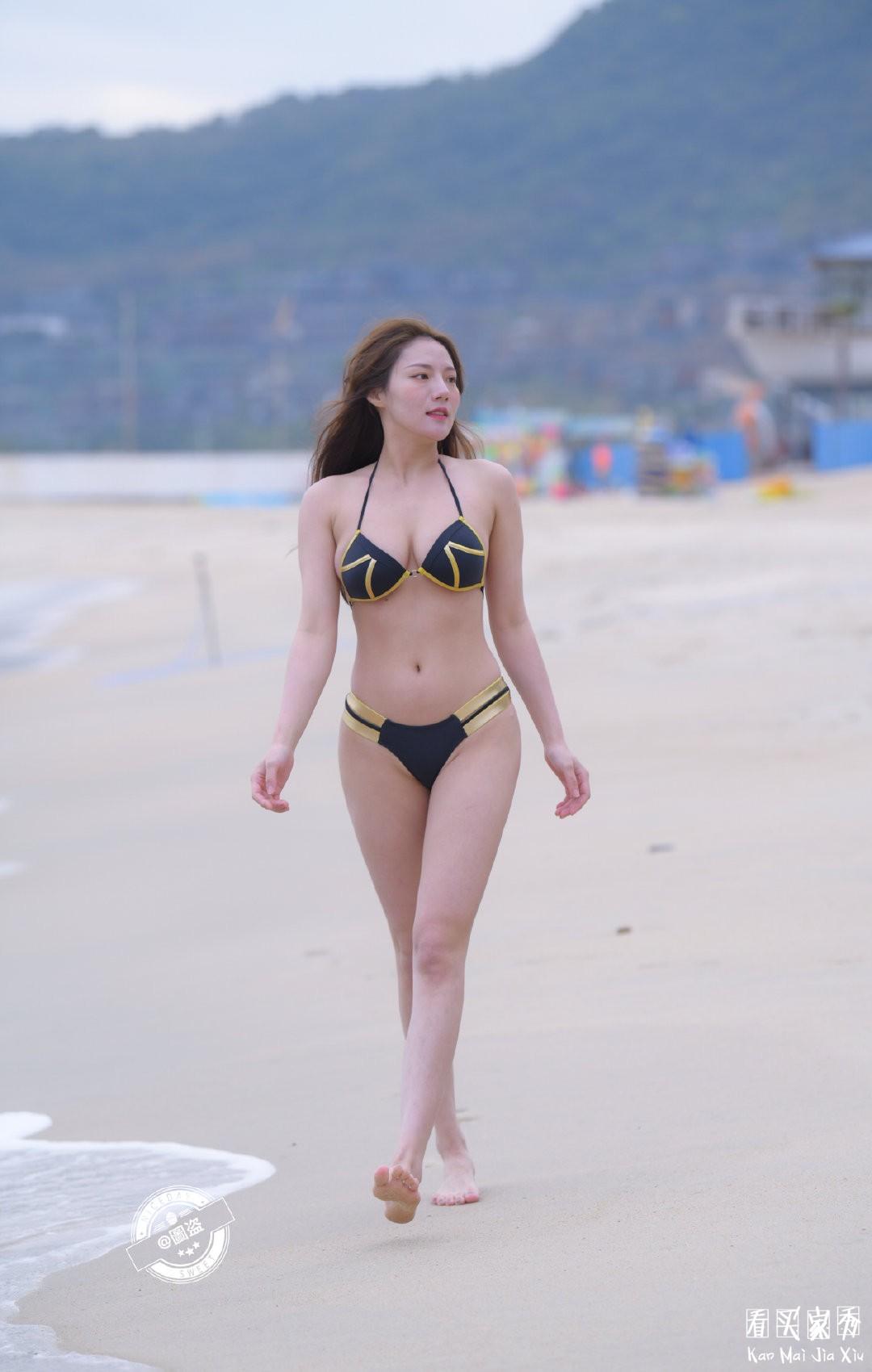 [街拍美女]海边性感比基尼美女,像极了神奇女侠1
