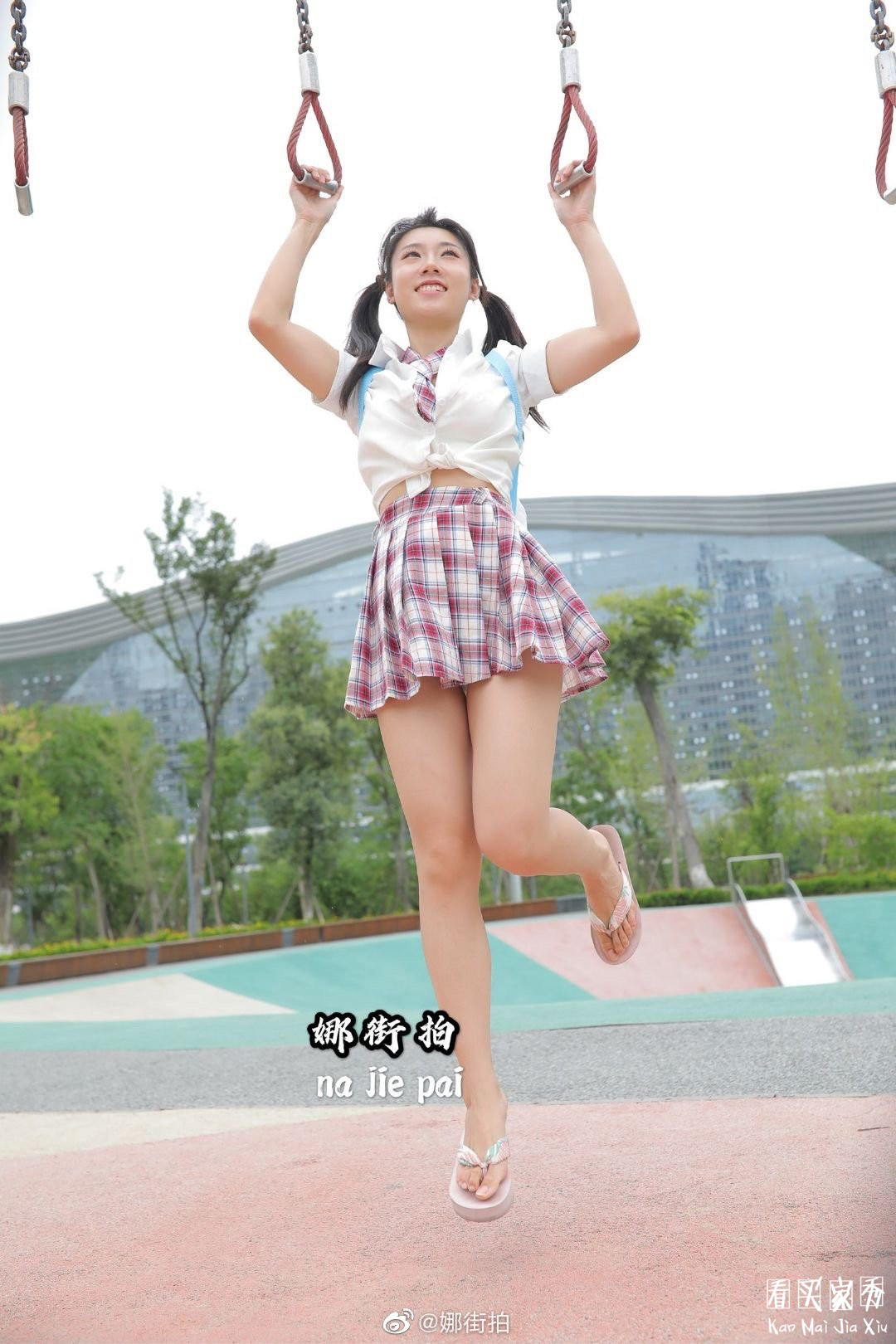 [街拍美女]JK小香风气质超短裙美女,妖风什么时候来,摄影师等不及了1