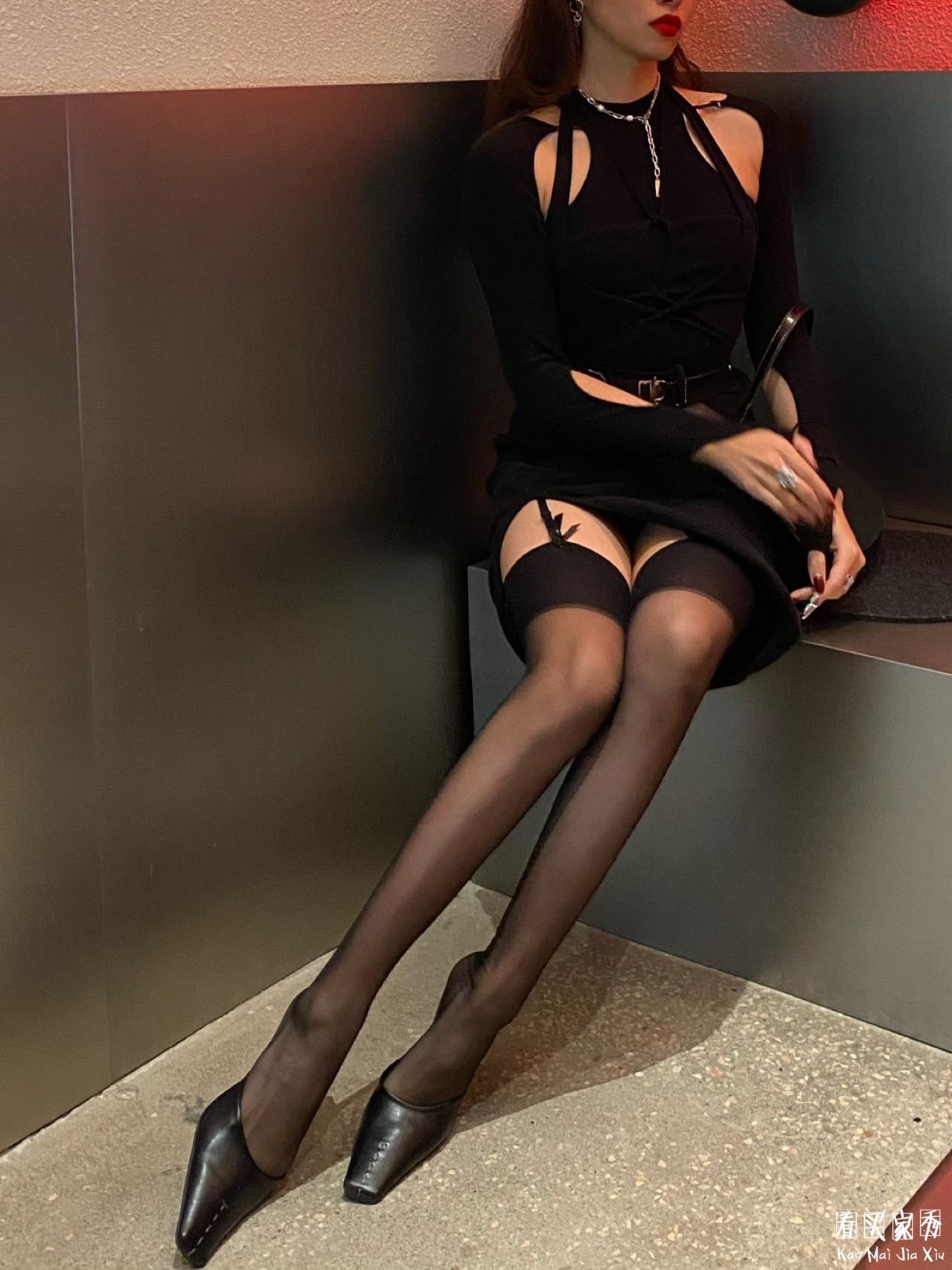 尼龙吊带丝袜买家秀,相当丝滑,摸起来很舒服