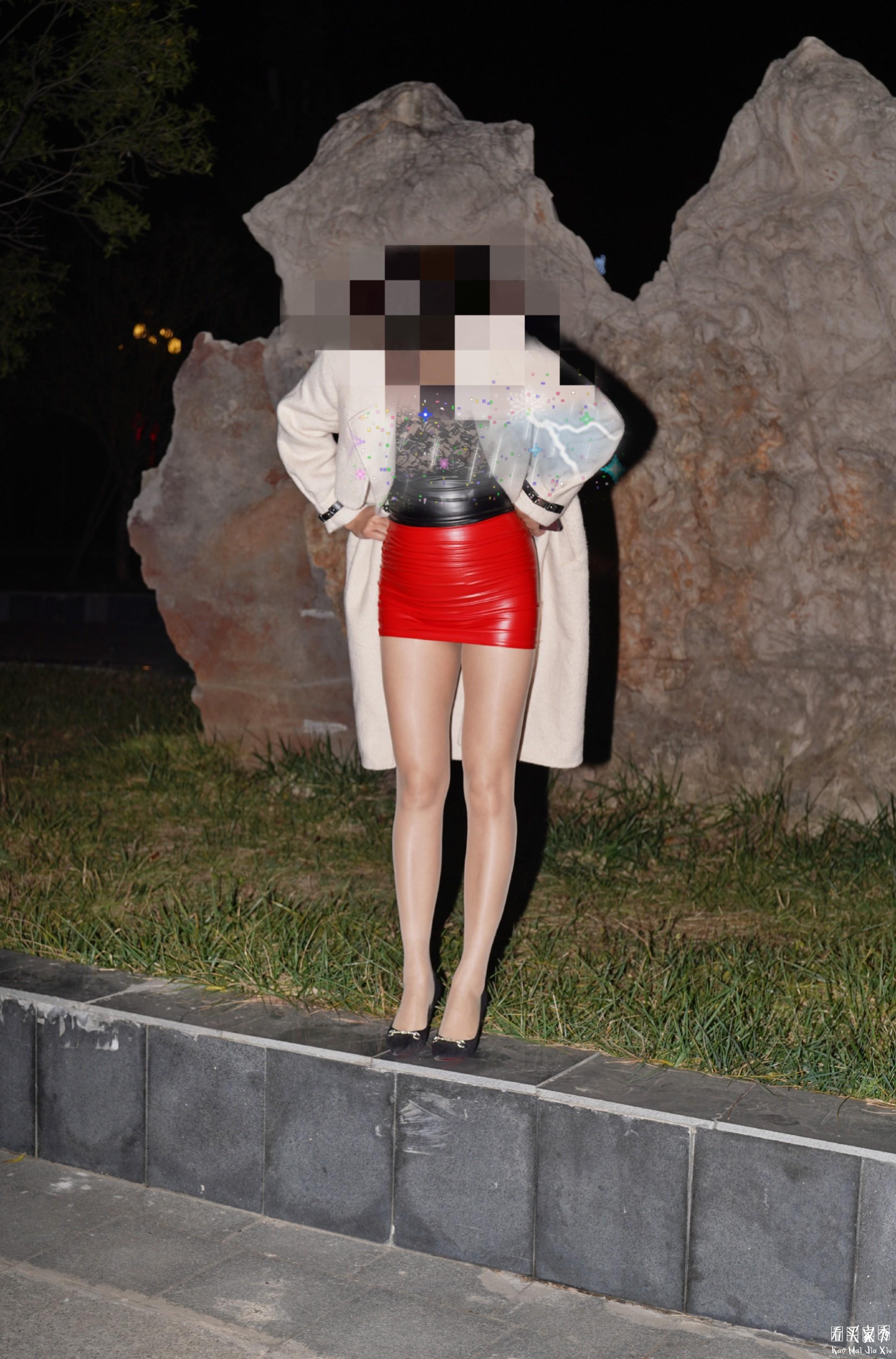 性感蕾丝透视pu皮拼接连衣裙买家秀,这样穿搭应验了什么是反差婊