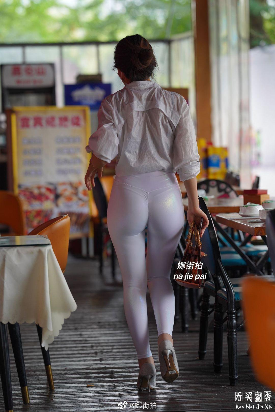 [街拍美女]运动内衣搭配微透明健身裤,简洁好看,美得直截了当10