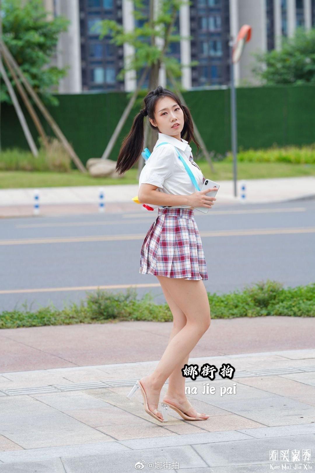 [街拍美女]JK小香风气质超短裙美女,妖风什么时候来,摄影师等不及了6