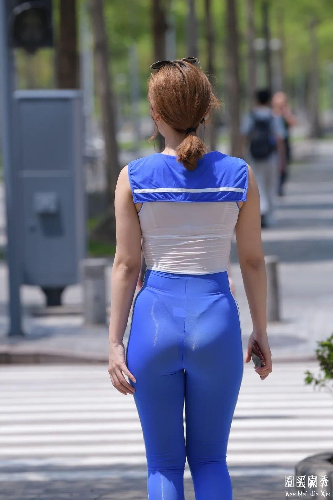[街拍美女]透视装连体衣丁字裤,这样的女生走在街上你敢直视她吗?