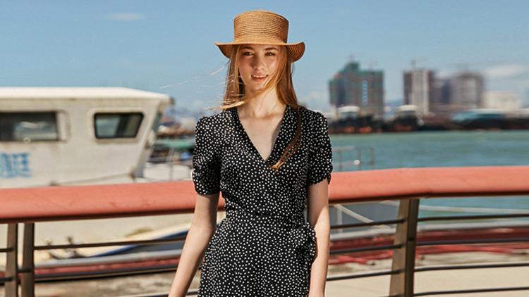 连衣裙还能这么穿,今夏最时尚的穿搭都在