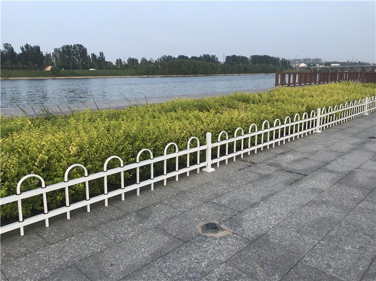 u型草坪护栏