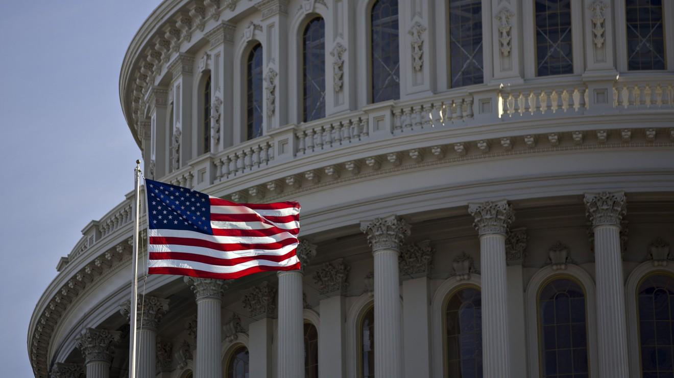 经济学家表示,国会应该每个月向所有美国人派发1,200美元的现金