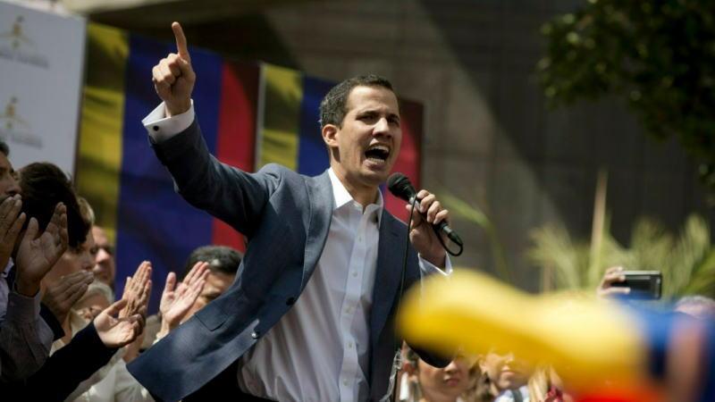 美国支持反对派瓜伊多为临时总统,委内瑞拉彻底乱了