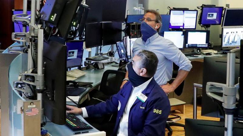 标普指数的涨幅远超策略师预期,聪明钱保持谨慎的情况下正在加速进场