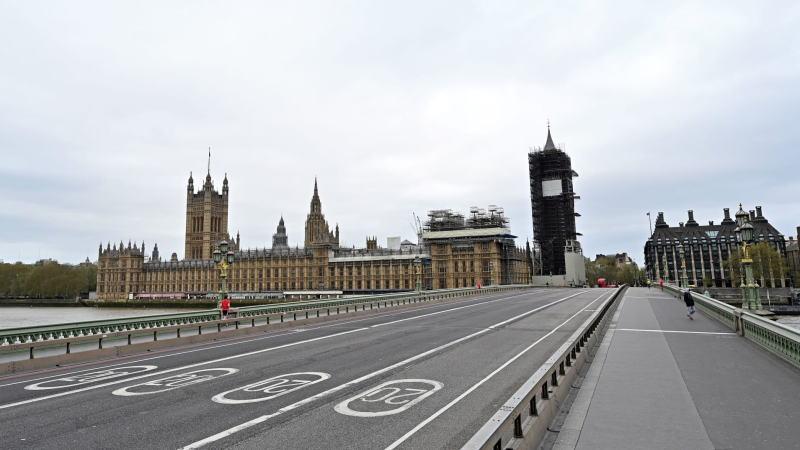 冠状病毒正在英国和欧洲蔓延,两者的贸易协议预计很难在年底达成