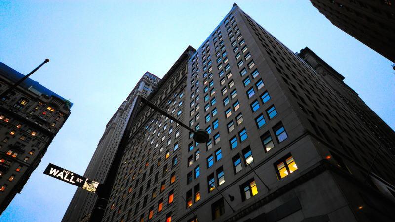 美国监管机构放宽沃尔克规则后,银行股飙升