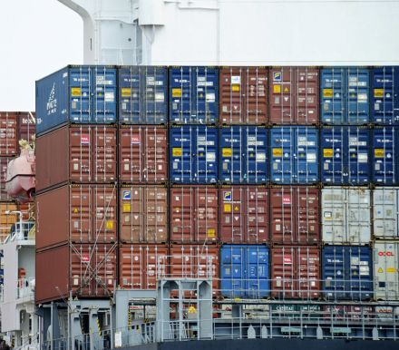 中国录得1年多以来以美元计的首次月度贸易逆差