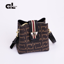 Women's slant straddle bag autumn and winter 2018 new fashion large capacity single shoulder bag printed color contrast bee Bucket Bag