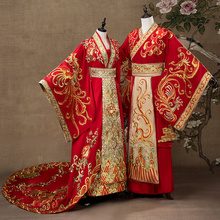 Chinese wedding dress couple Suit Wedding Chinese wedding week Chinese embroidered long tailed Phoenix crown performance dress
