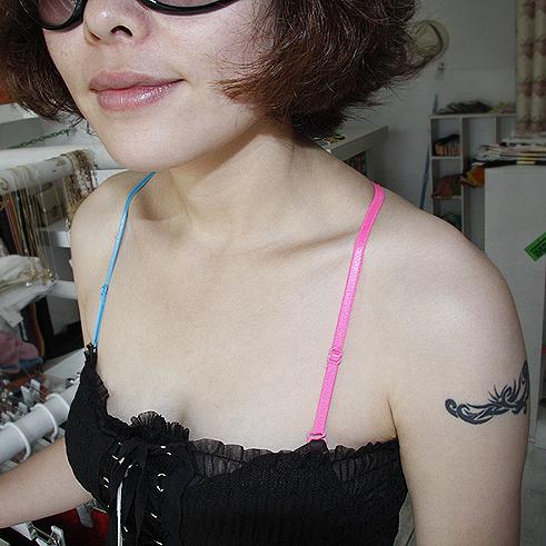 Нижнее белье 1782 южнокорейского импорта круглого поперечного асимметричный цвет бретельки/женское белье лямки/бюстгальтер с