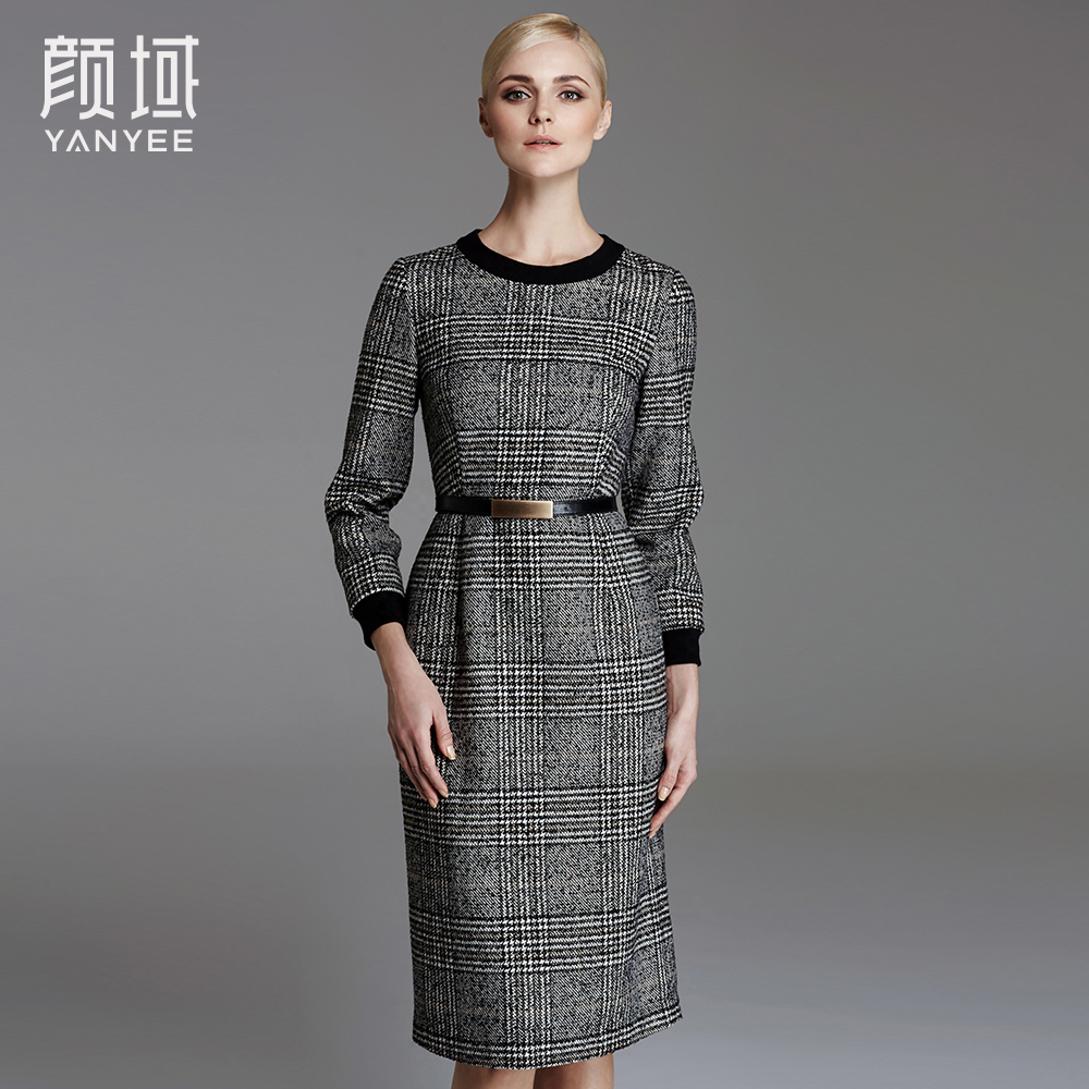 Yan domain brand women's clothing 2017 Winter new round neck plaid thick long warm bottoming dress