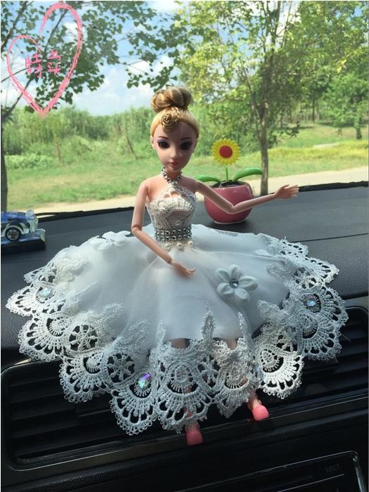 创意汽车摆件可爱钻萌高档女婚纱芭比娃娃车载摆件汽车内饰品女