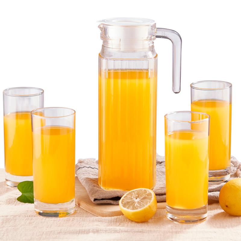 Зеленые яблоки стекло чайник чашки установите 1 горшок 4 чашка фруктовый сок горшок чашка вода инструмент домой