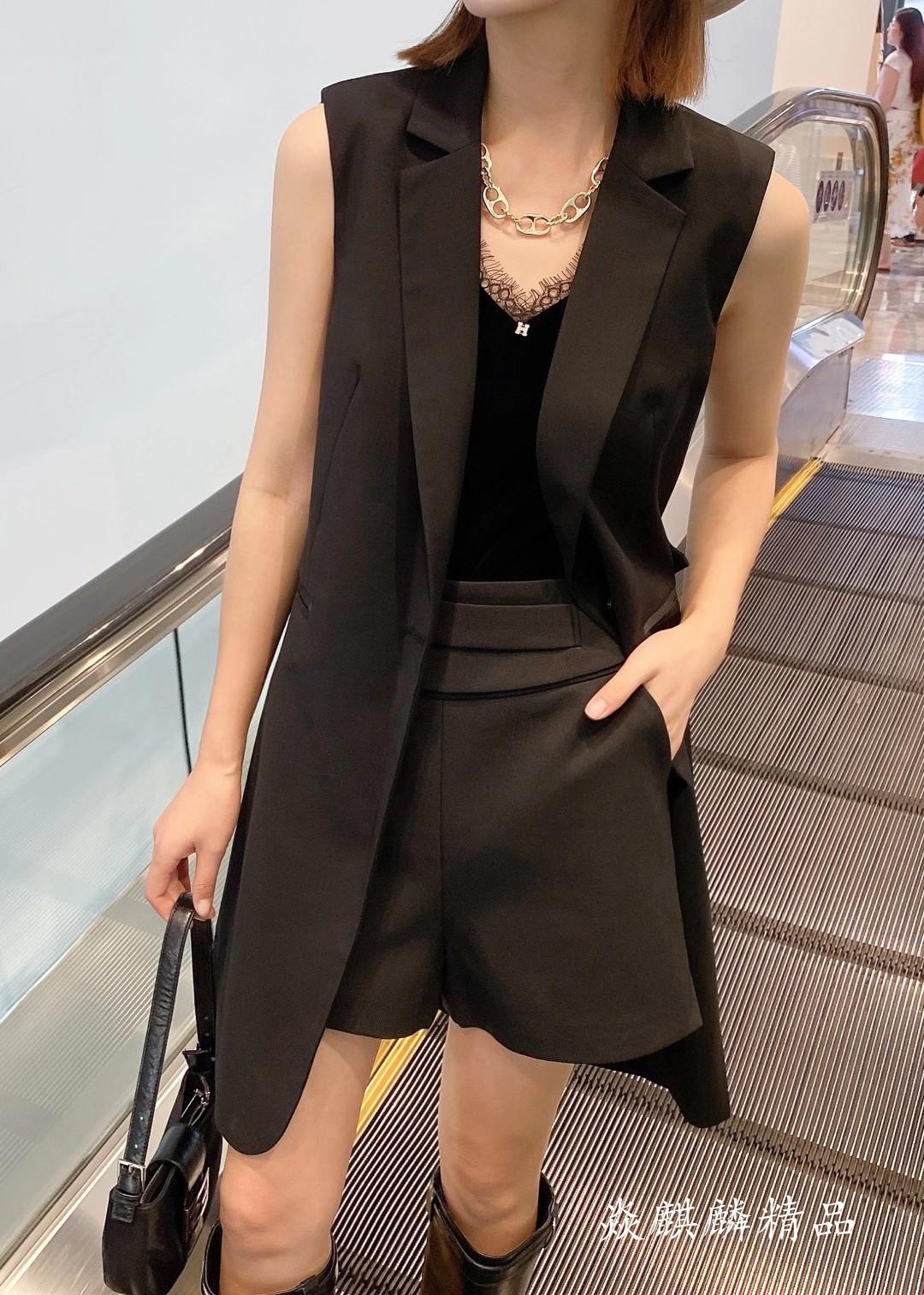 蘑菇扣MGK9523马甲背心上衣黑色百搭显瘦时尚女外套2020秋季新款
