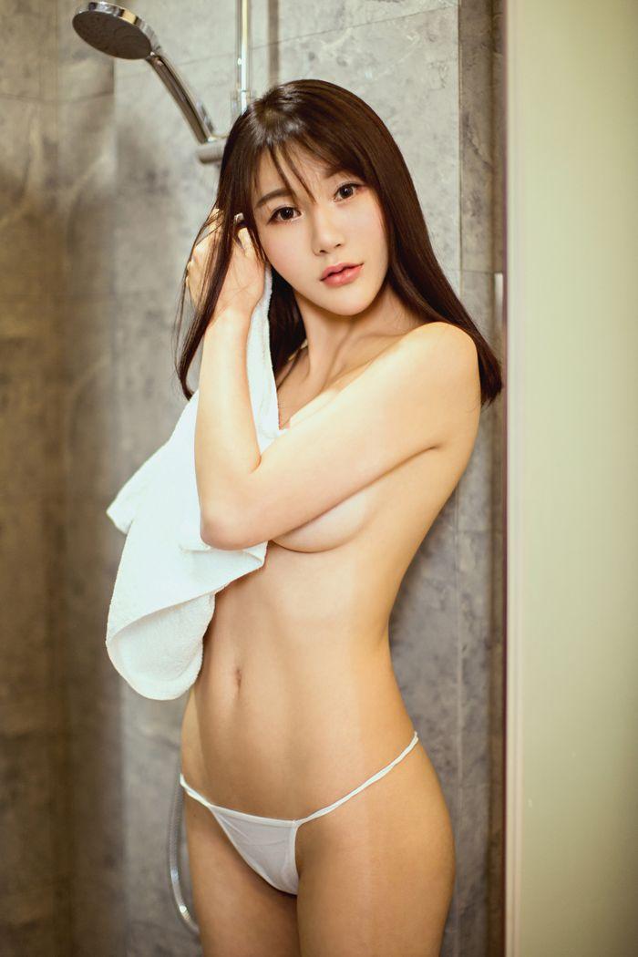福利美图_兔女郎宋梓诺酒店摆姿弄舞丁字裤特显眼