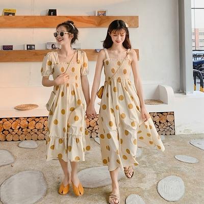 很仙的法国小众桔梗波点方领吊带连衣裙子收腰女港风学生闺蜜装夏