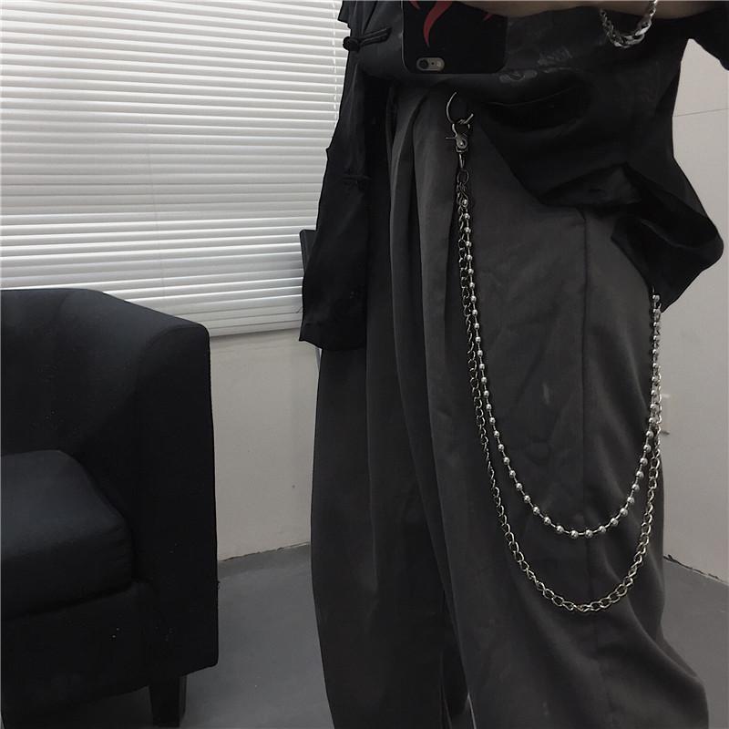 Mochi cửa hàng màu đen. Quần lửng ống rộng retro - Quần