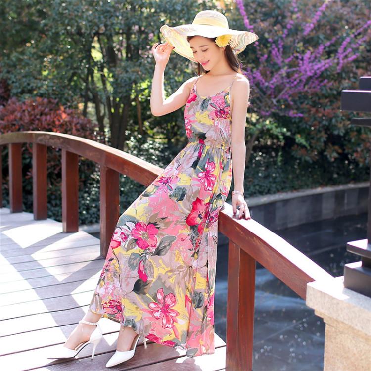 小碎花裙子搭配上高跟鞋,你就是夏季的女神