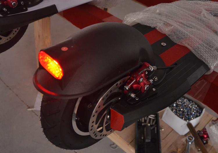 Электрический скутер Электрический скутер заднее колесо крыло 10-дюймовый тележки скейтборд особой с задними фонарями, позволяют специальные права детей скорость начало шаг прохладный кот