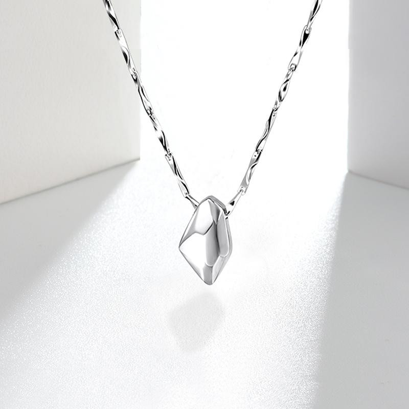 止鱼S999纯银项链女士轻奢小众设计感锁骨饰品情侣生日礼物不褪色