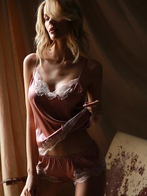 未满 性感吊带缎面睡衣女夏蕾丝家居服短裤套装粉色少女内衣
