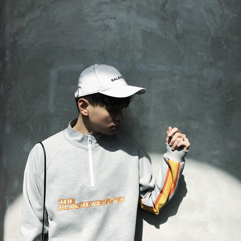 Tide thương hiệu Hồng Kông hương vị sương mù màu xám 嘻 ha tương phản màu thêu vài mô hình khâu nửa cao cổ áo dây kéo giản dị áo len nam
