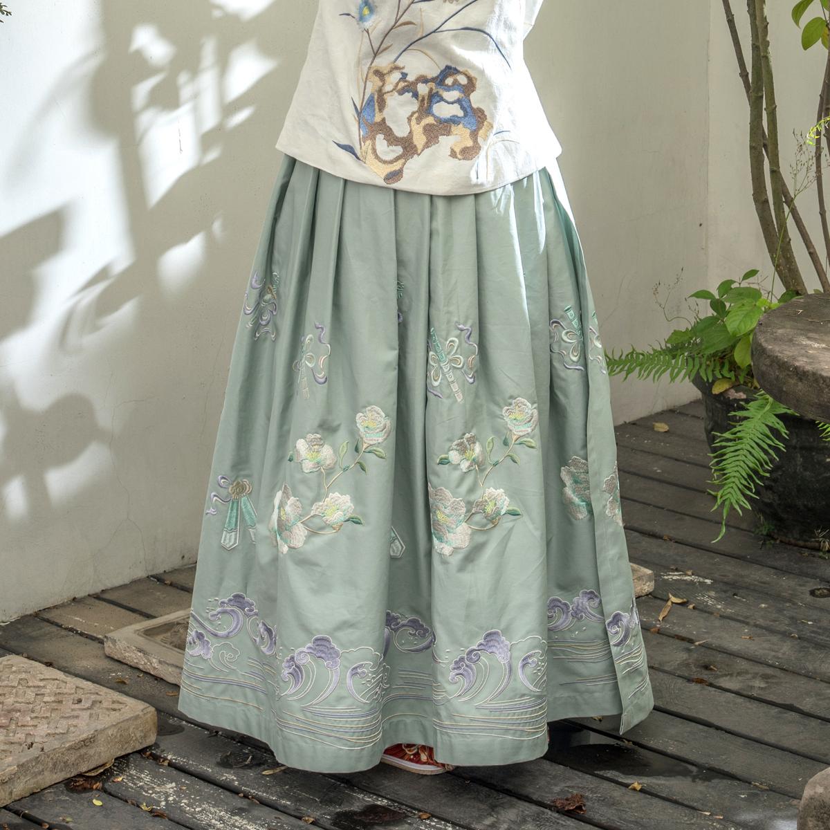 【都城南庄】汉服明制独创绣花袄裙灰绿下裙可配竖领交领--香溪君