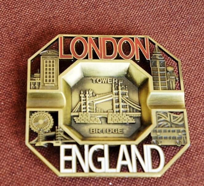 老公烟灰缸工艺品送英国伦敦礼物摆件生日v老公纪念品金属客厅餐厅