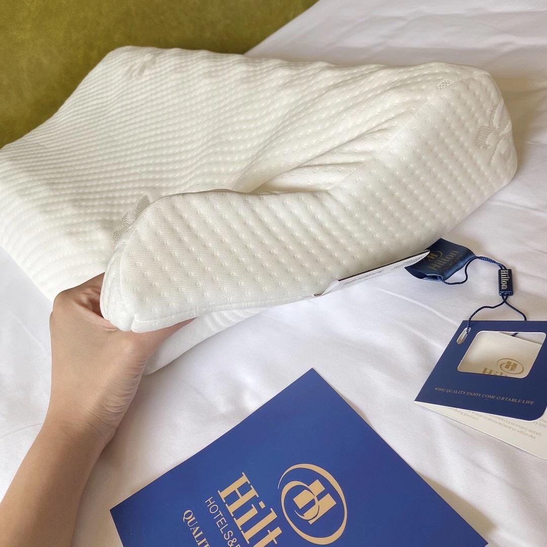 希尔顿泰国乳胶枕头原装进口护颈椎枕双人助睡眠橡胶枕芯家用一对(希尔顿泰国乳胶枕头原装进口护颈椎枕)