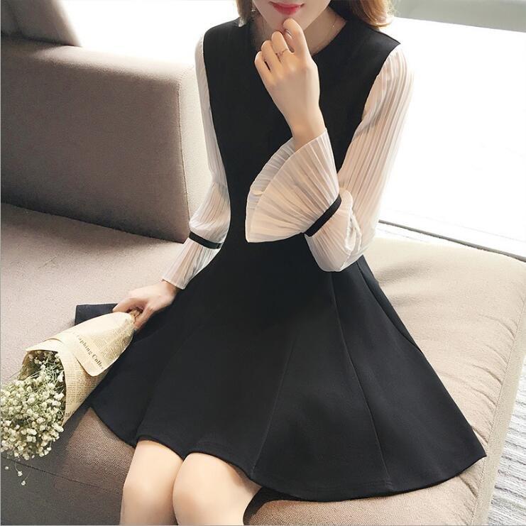 2018喇叭袖黑色长袖连衣裙女小黑裙修身显瘦打底裙子