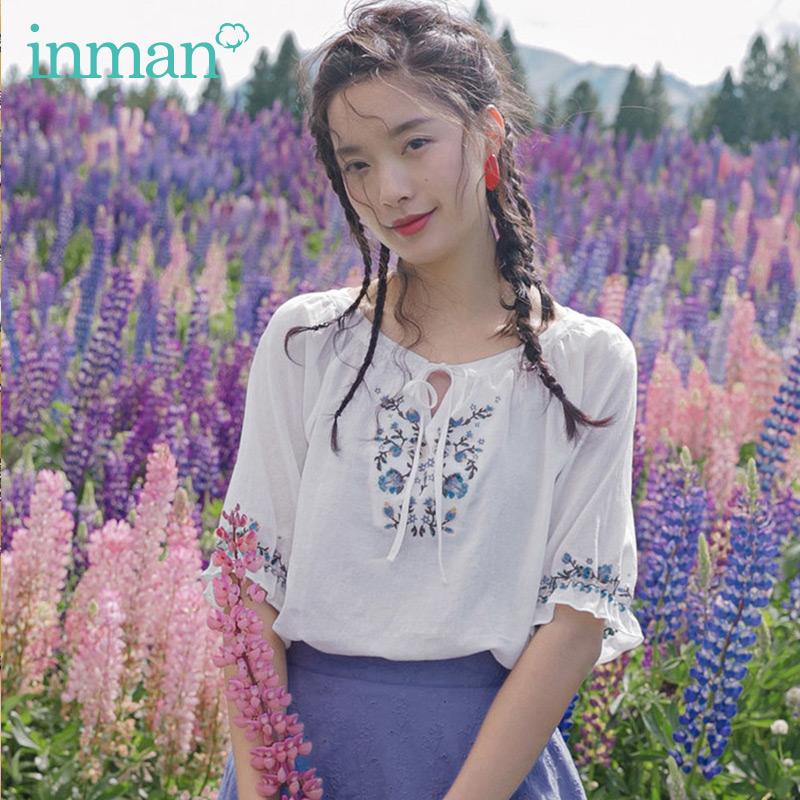 Inman flagship store 2020 mùa hè mới tinh khiết cotton tròn cổ áo cánh hoa tay áo sơ mi thêu phụ nữ hàng đầu - Áo sơ mi