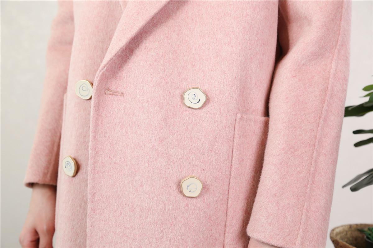 初春粉色系,用温柔大衣提升魅力14