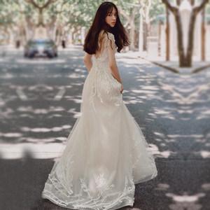 森系轻婚纱女2018新款新娘结婚法式复古赫本一字肩显瘦拖尾出门纱