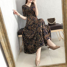 Dress summer 2019 new female first love retro floral knitting a word V-neck long skirt ins super fire skirt