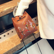 Korean version of the women's bag mini embroidery bucket bag 2018 new autumn small bag change mobile phone bag Messenger bag handbag