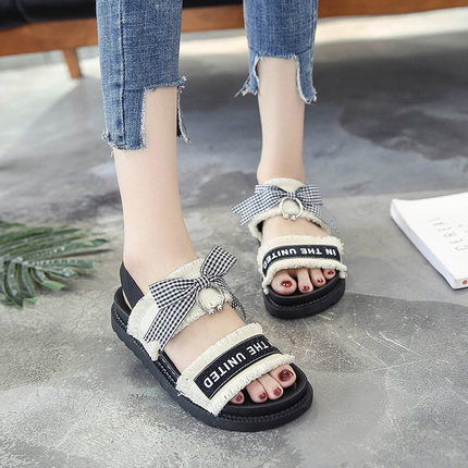 South Korea Thick-skinned beach Velcro Flat Rome Wild Sandals Women New 2017 Flat Summer Student Shoes