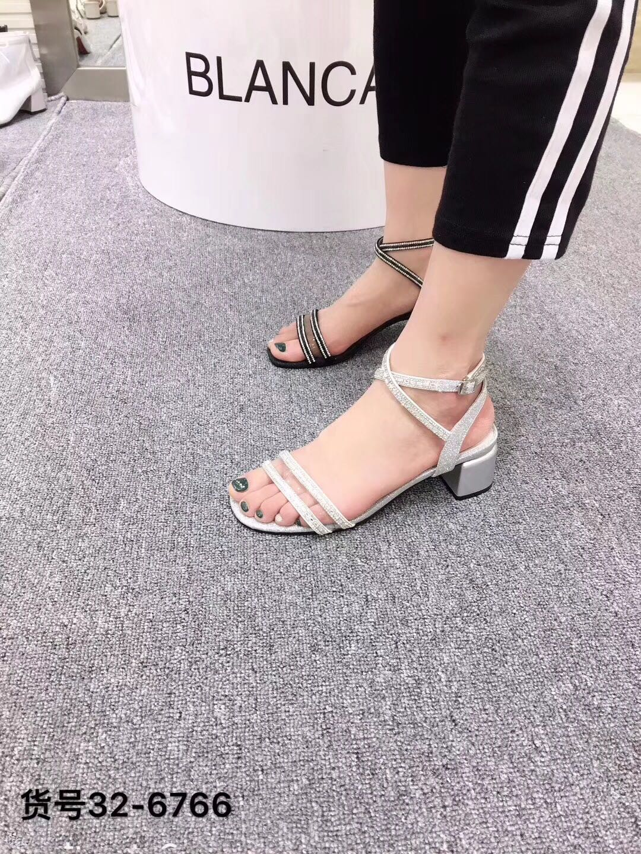 2019夏季新款韩版牛皮露趾粗中跟迪欧搭扣女凉鞋布兰卡一字雅迪斯