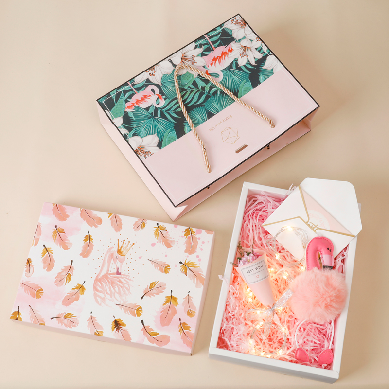 Large feather gift box + shredded paper + gift bag + greeting card + bouquet + light + flamingo