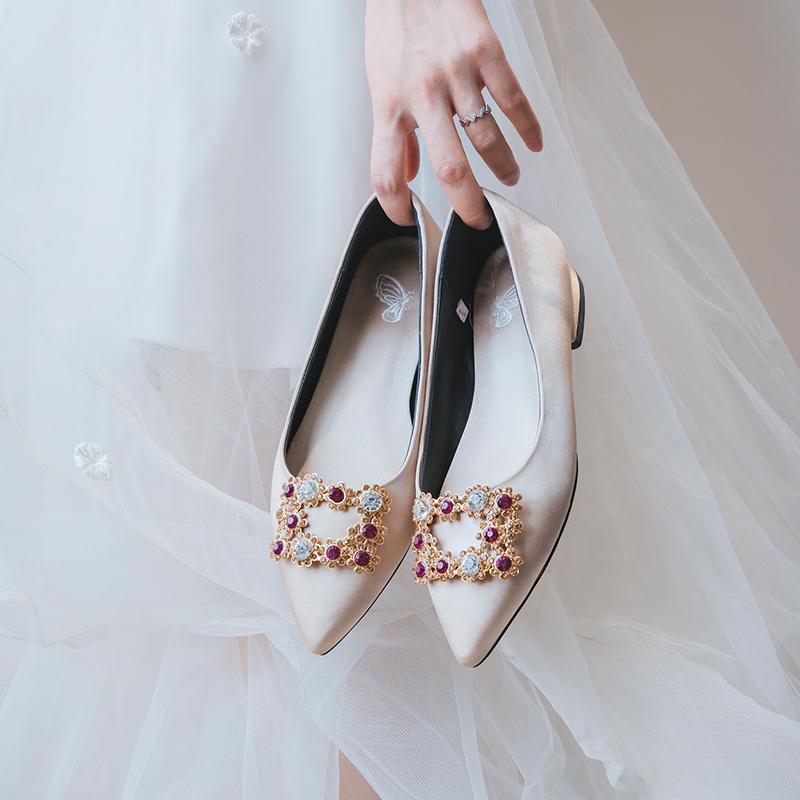 大码婚鞋女2018新款婚纱新娘鞋平跟伴娘鞋孕妇平底鞋方扣敬酒单鞋