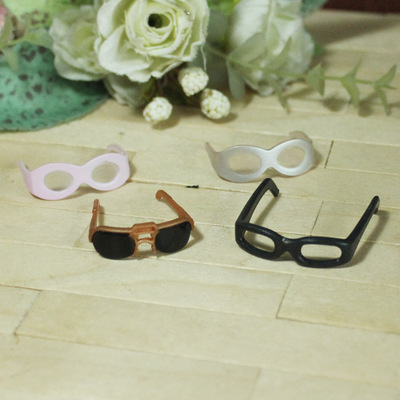 taobao agent Super small mini black frame glasses for soldiers, small face, sunglasses, lens, yellow OB silver pink plastic face decoration