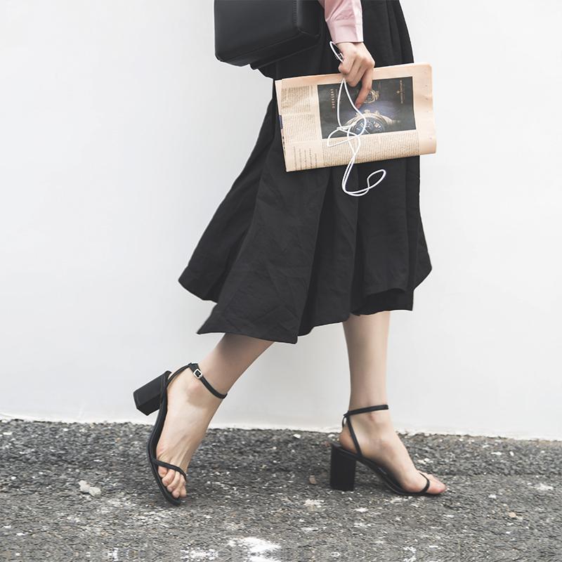 细带黑色女夏2019新款高跟百搭中跟粗跟方头一字带扣凉鞋网红晚晚